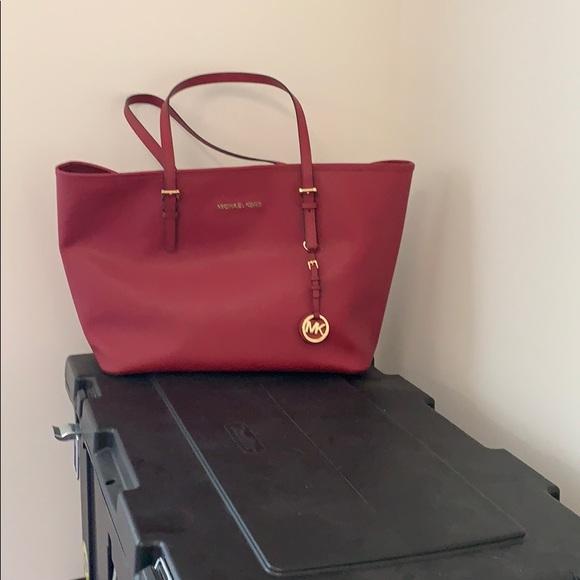 Michael Kors Handbags - New Michael Kors Large Jet Set cherry Travel tote